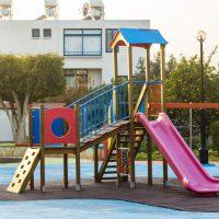 Instalación de parques infantiles.